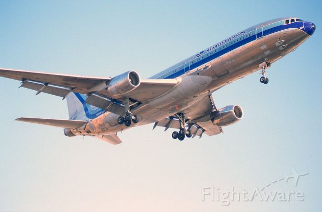 Lockheed L-1011 TriStar (N802EA) - Final Approach to KLAX Intl Airport on 1989/-9/01