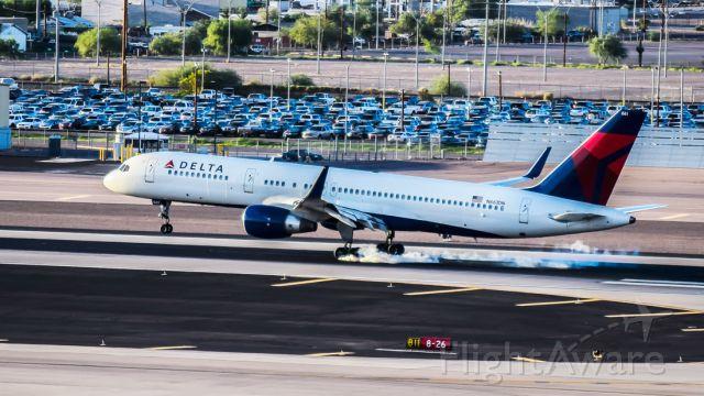 BOEING 757-300 (N661DN)