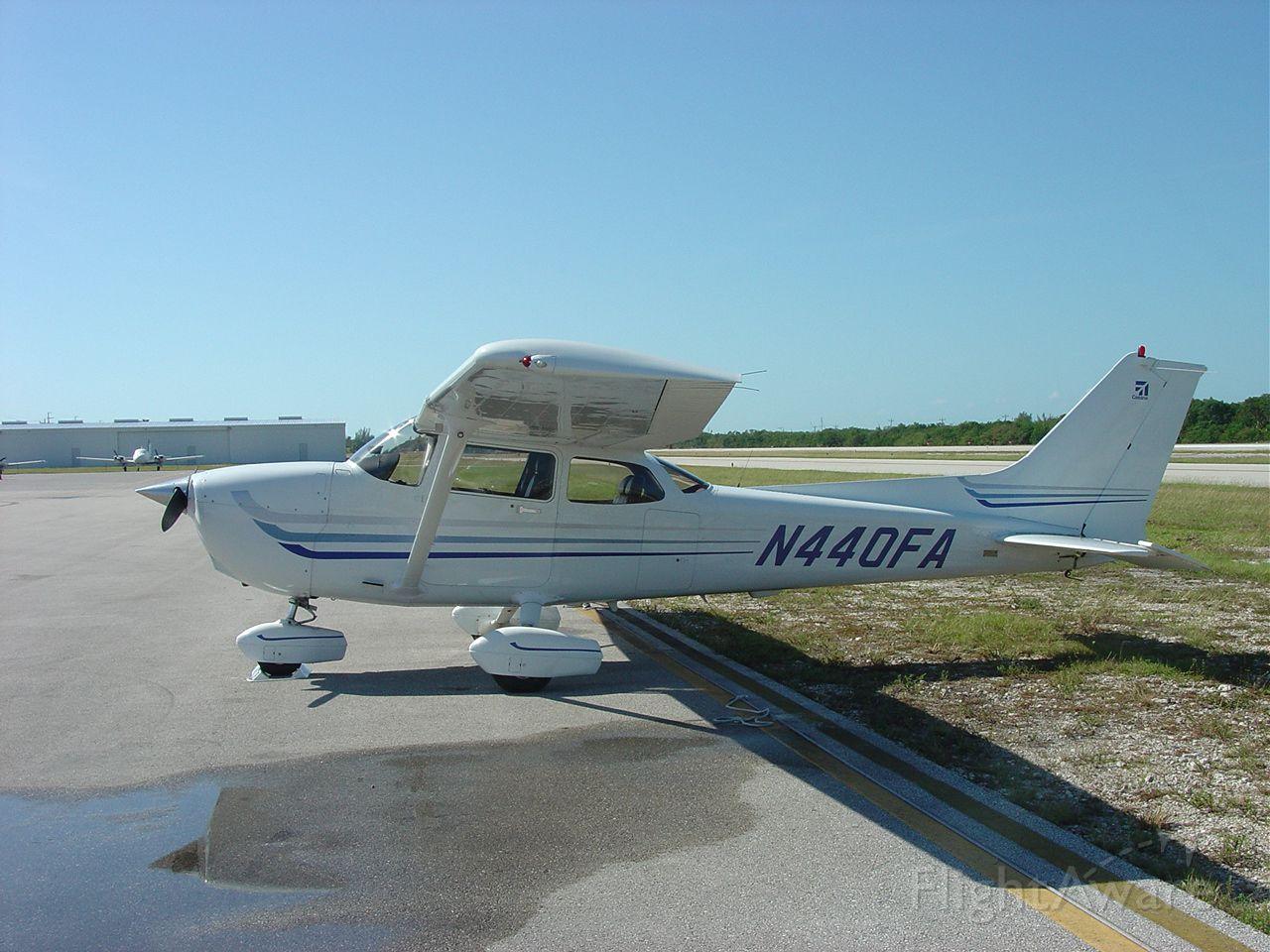 Cessna Skyhawk (N440FA) - On the ramp in Marathon Key, Florida (2003).