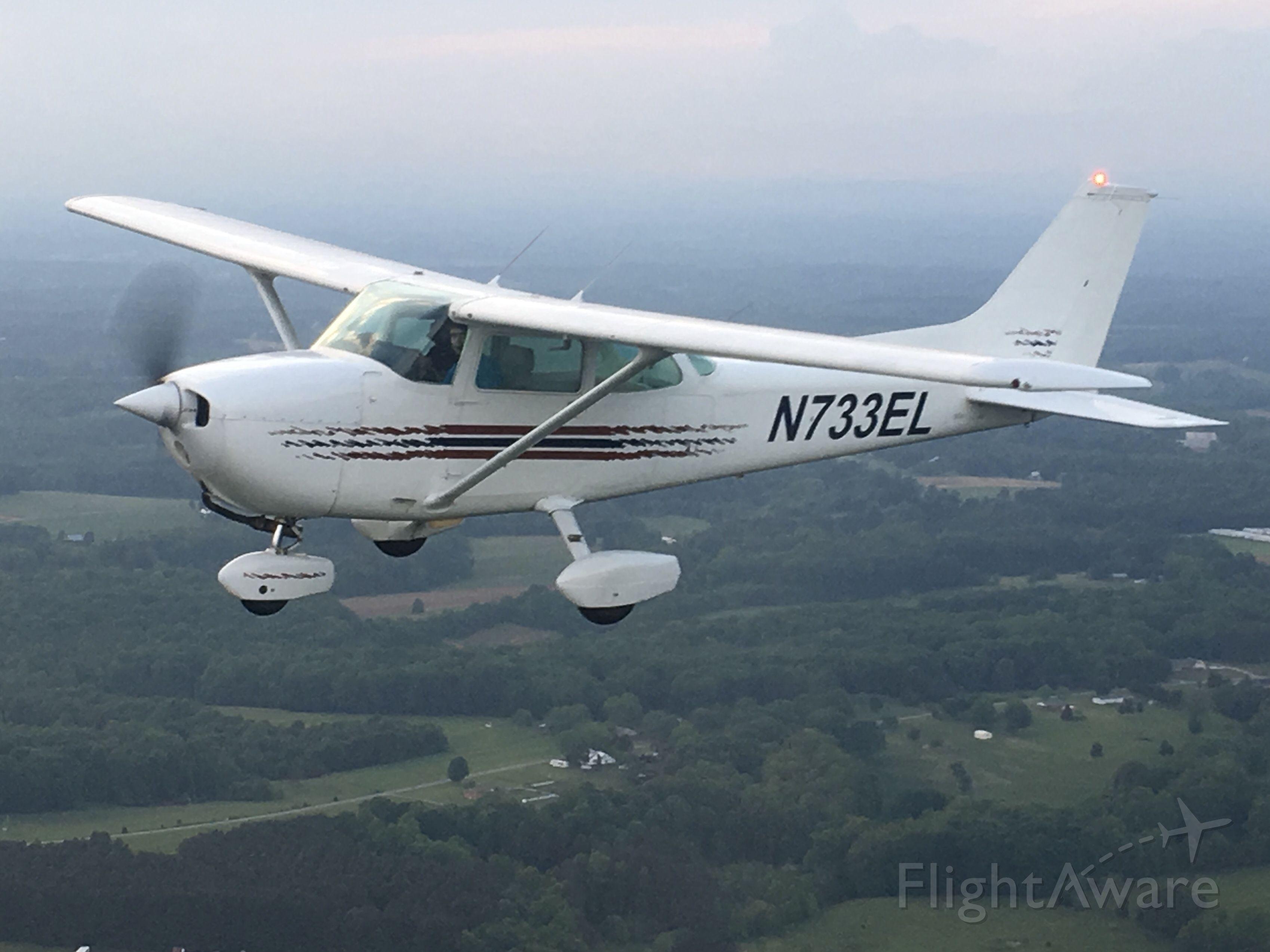 Cessna Skyhawk (N733EL)