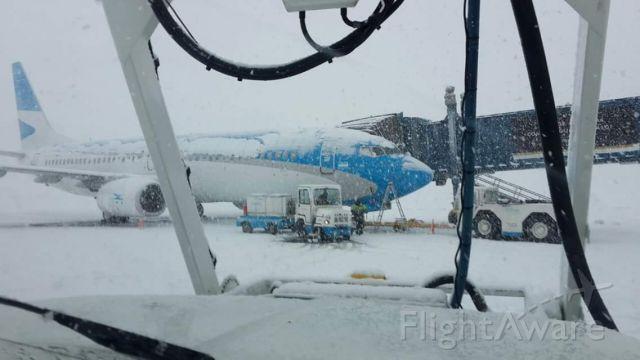 — — - Avión en plataforma del Aeropuerto Internacional Malvinas Argentina de #Ushuaia operando en el invierno