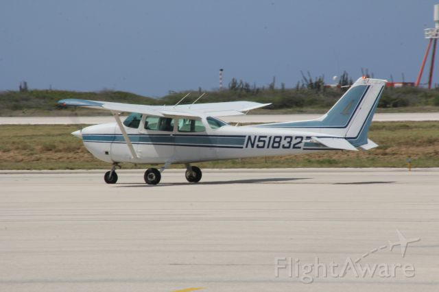 Cessna Skyhawk (N51832) - Taxi to runway 11 at Hato, Curacao