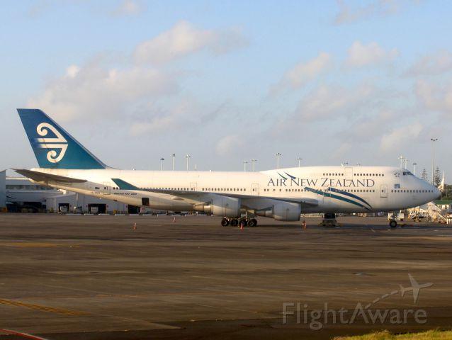 Boeing 747-200 (ZK-NBW) - Boeing 747-419<br />Photo: 17.10.2010