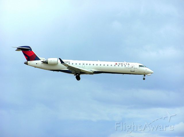 Canadair Regional Jet CRJ-700 (N750EV) - Landing 06L - April 27, 2014