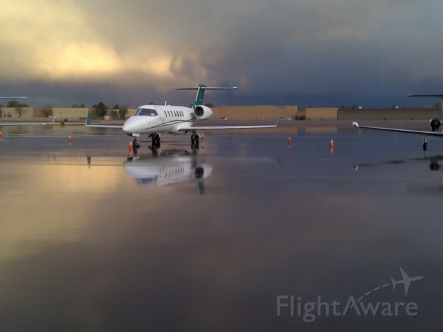 Learjet 40 —
