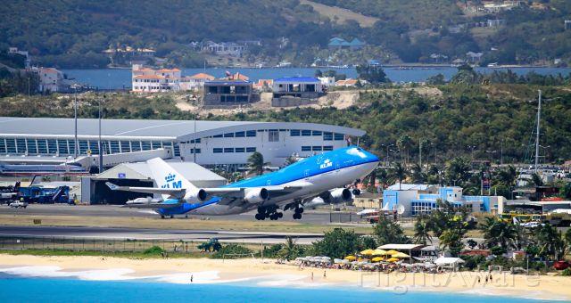 Boeing 747-400 (PH-BFH) - KLM departing TNCM St Maarten.