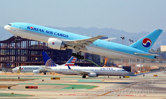 BOEING 777-200LR (HL8251)