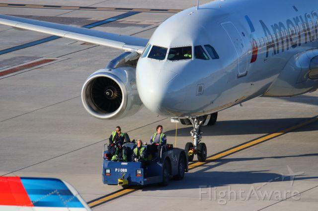Airbus A320 (N667AW)