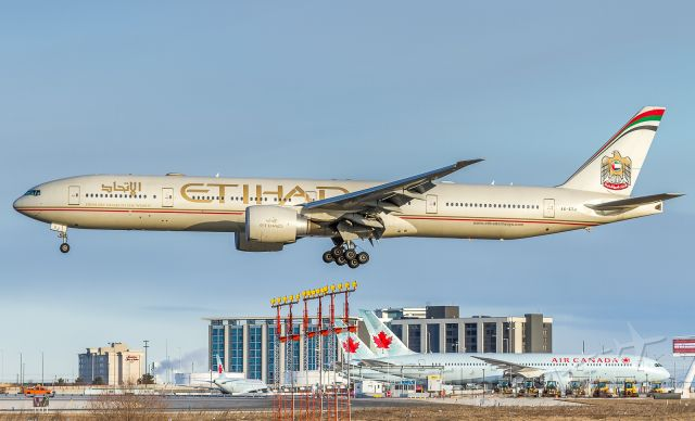 BOEING 777-300ER (A6-ETJ) - EY141 arrives from Abu Dhabi, on very short finals for runway 24R