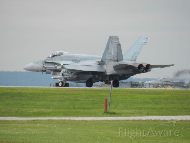McDonnell Douglas FA-18 Hornet (18-8783)
