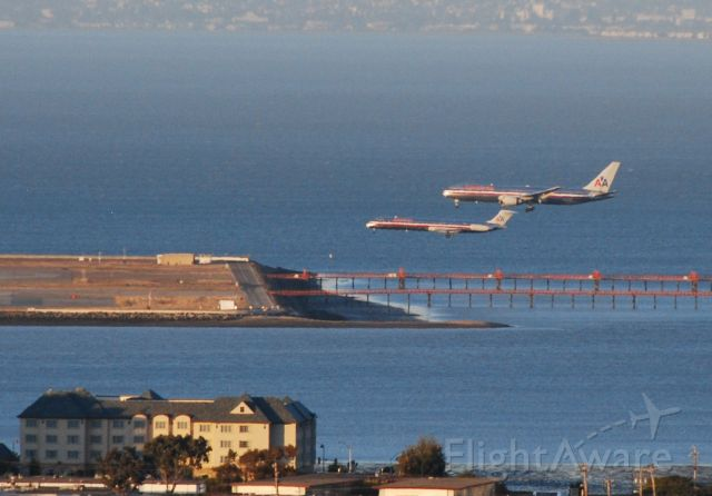 McDonnell Douglas MD-80 — - Dual Landing of 2 American Airlines aircraft