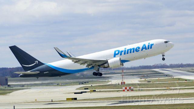 BOEING 767-300 (N1361A) - runway 36 right departure