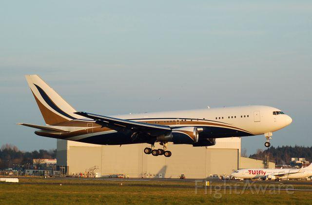 BOEING 767-300 (N767KS)