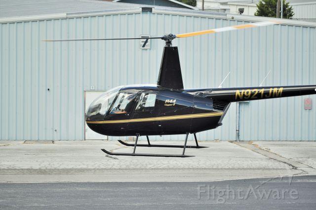 Robinson R-44 (N921JM)