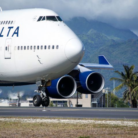Boeing 747-400 — - Delta 747 heading out to reef runway for a flight to Atlanta from Honolulu.