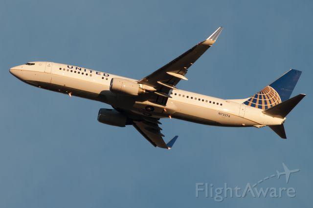 Boeing 737-700 (N73276) - onward to boston!