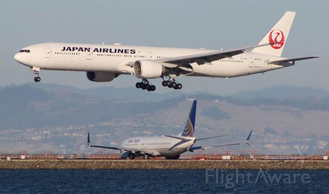 Boeing 777 (JA731J)