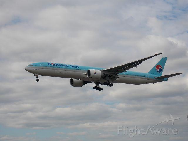 Boeing 777-200 (HL7783)