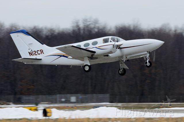 Cessna 421 (N12CR) - Departing on runway 8