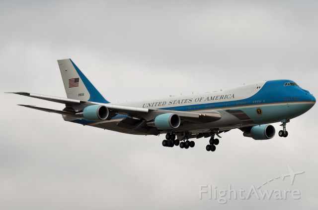 """Boeing 747-200 (92-2900) - SAM2900 AKA Air Force One in BOI This is a VC-25. <a rel=""""nofollow"""" href=""""http://www.flickr.com/photos/130142611@N08/15713821964/in/photostream/lightbox/"""">https://www.flickr.com/photos/130142611@N08/15713821964/in/photostream/lightbox/</a>"""