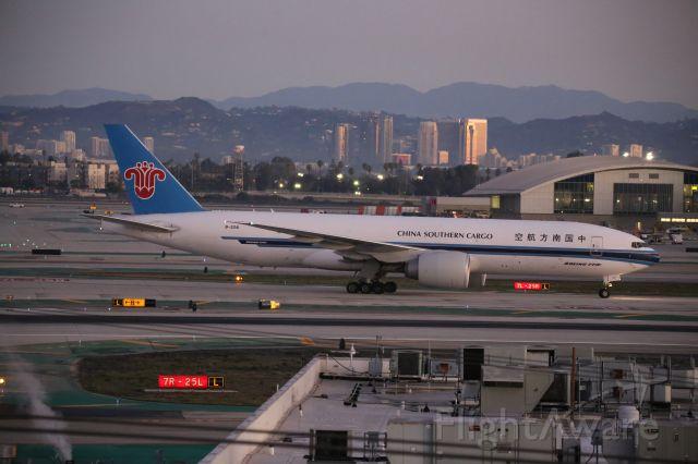BOEING 777-200LR (B-2041)