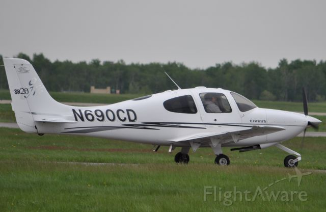 Cirrus SR-20 (N690CD) - Taxi down to the hanger.