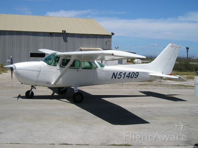 Cessna Skyhawk (N51409) - just arrive at aeroclub at Curacao