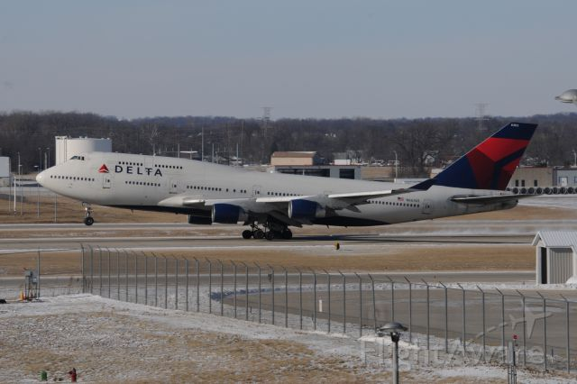 Boeing 747-400 (N663US) - Carrying the Indianapolis Colts to Denver to face the Broncos for a football playoff game.