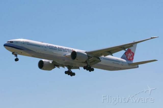 Boeing 777-200 (B-18055)