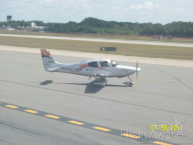 Cirrus SR-20 — - I was sitting in a UAL A319 waiting in the penalty box for departure to KORD when this SR-20 taxied past.