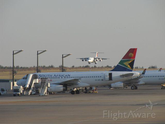 Avro RJ-100 Avroliner — - An Avro RJ100 landing at Johannesburg