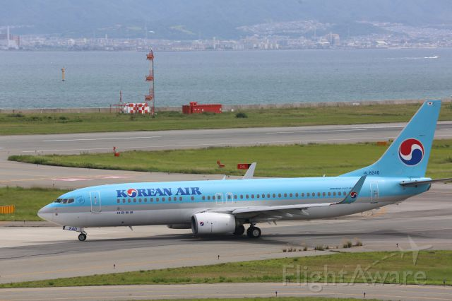 Boeing 737-800 (HL8240)