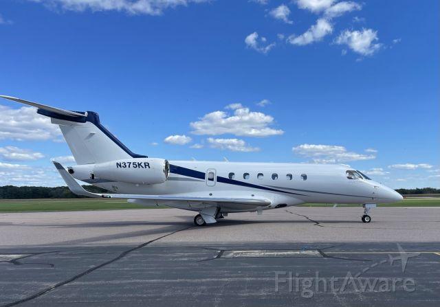 Embraer Legacy 550 (N375KR)