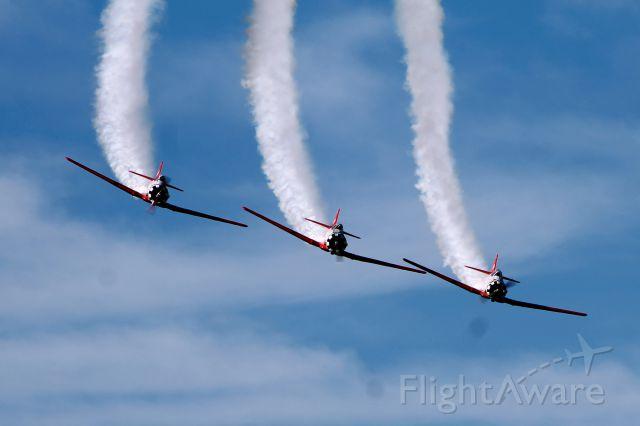 — — - North American AT-6 Texan. Aeroshell Acrobatic Team.