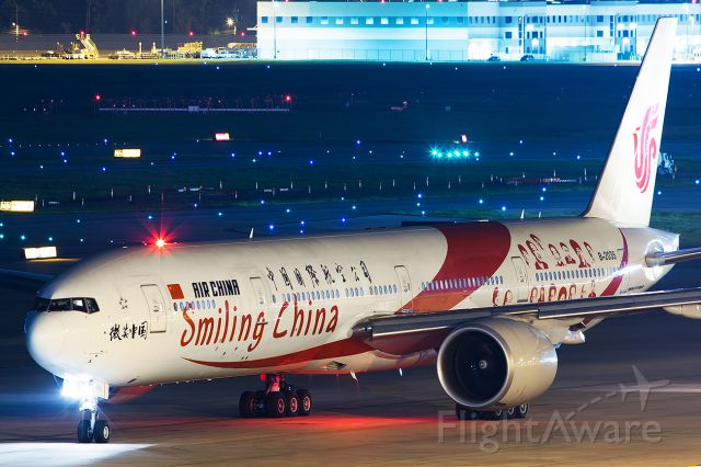 BOEING 777-300ER (B-2035) - Smiling China colors departing back for Beijing as CCA996.