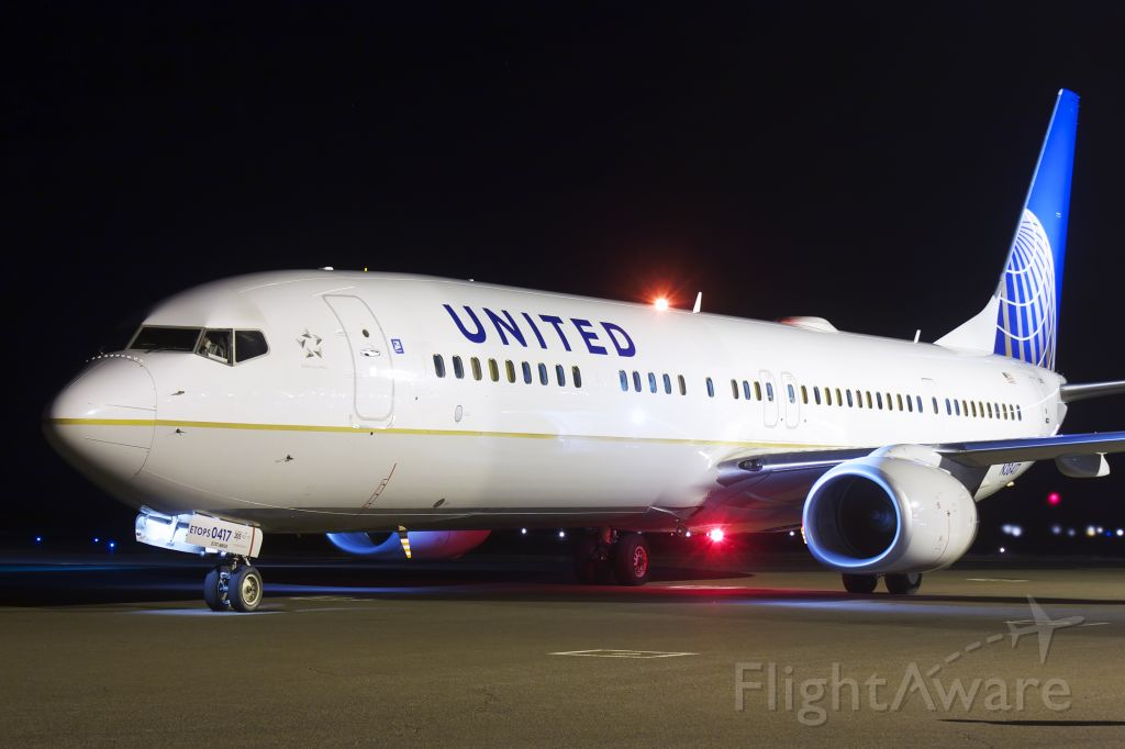 Boeing 737-700 (N38417) - Night departure to KACT with Baylor football team