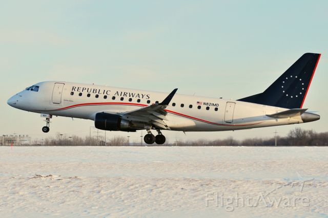Embraer 170/175 (N821MD)