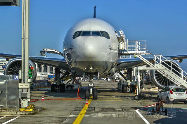 Boeing 777-200 (D-ALFA)