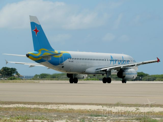 Airbus A320 (P4-AAC)