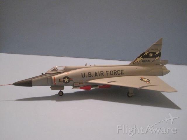 — — - Convair F-102 Delta Dagger, in 1/72 scale