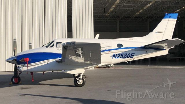 Beechcraft King Air 90 (N2580E)