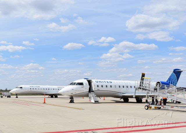 Canadair Regional Jet CRJ-200 (N431SW) - Busy day at MCW.  Multiple SkyWest CRJ-200 at the terminal!