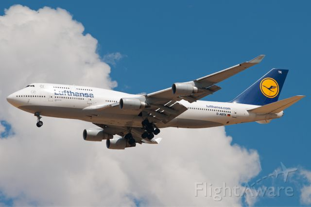 Boeing 747-400 (D-ABTK) - Lufthansa 446 making its daily flight just before the afternoon storms.