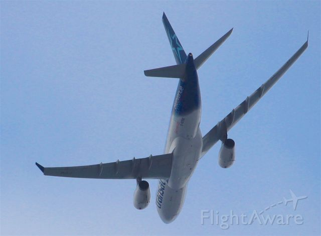 Airbus A330-200 (C-GTSZ) - Flying overhead at Leaside