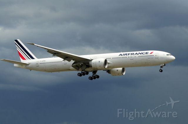 BOEING 777-300ER (F-GZNJ)