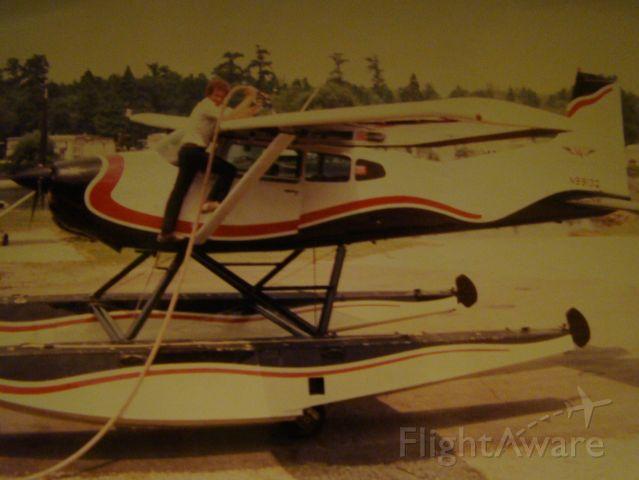 Cessna Skywagon (N9913Q) - Thats Pilot Mr. Willie Cummings refueling 185 amphib 13Q at Westwego Airport.