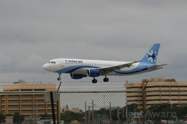Airbus A320 (XA-BAV) - landing at miami