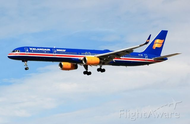 BOEING 757-300 (TF-ISX)