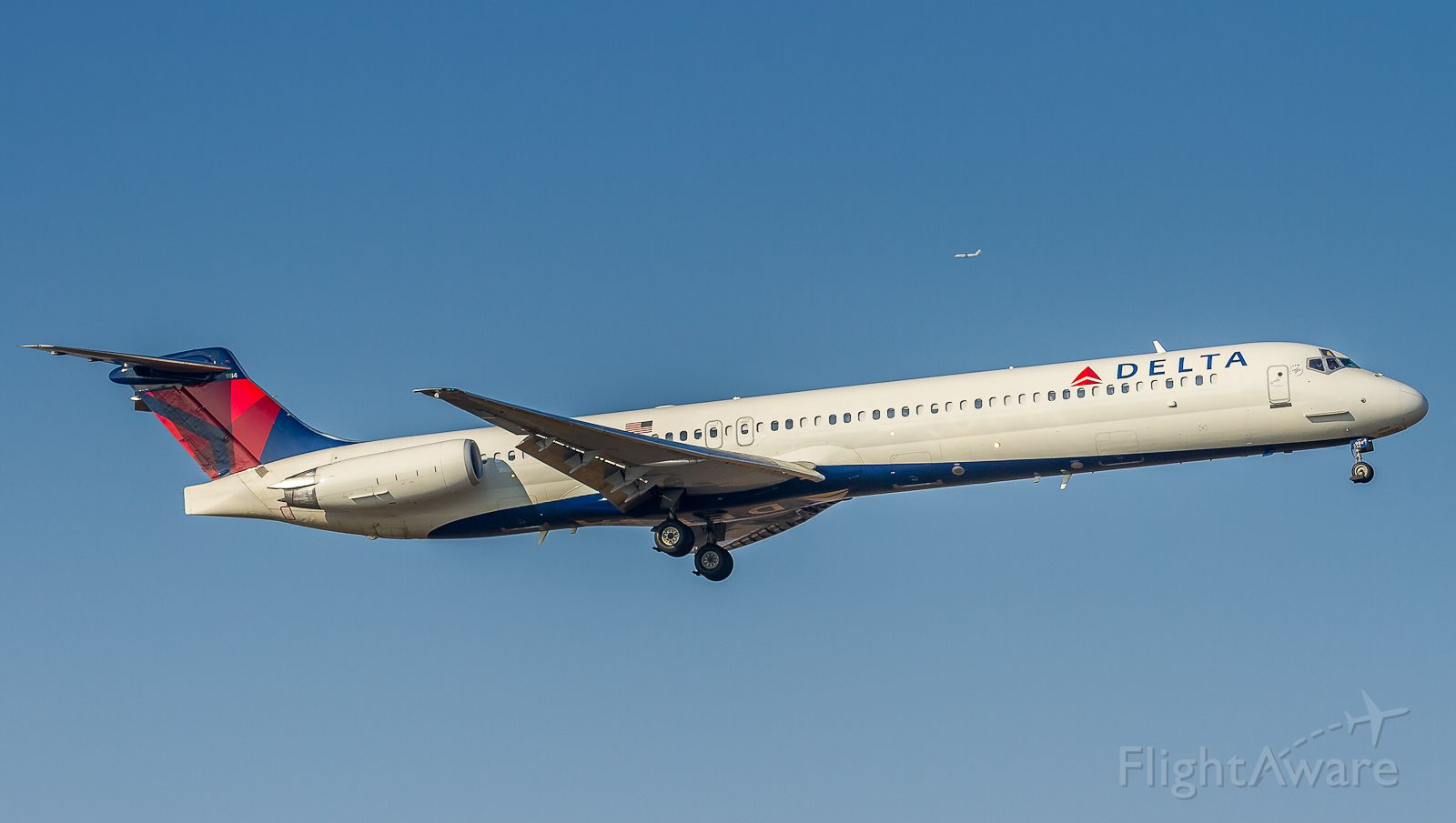 McDonnell Douglas MD-88 (N984DL) - Second attempt at the landing for this Delta MD88 as the first approach was way too high...