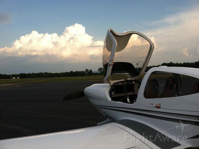 Diamond Star (N891KC) - Mission ready, cloud tops rising!